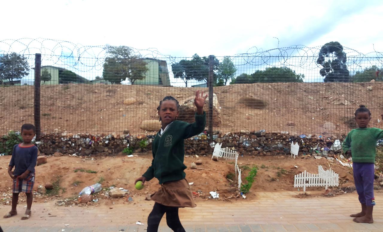 Kids waving in Oudtshoorn